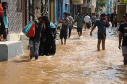 Many in Hyderabad Cry Hoarse at GHMC Flood Relief Fee Being Collected at Meeseva Centers